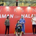 Presiden Jokowi Tinjau Vaksinasi Massal bagi Petugas Publik di Sektor Perbankan.
