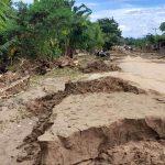 Pemerintah Segera Bersihkan Akses Jalan Dari Material Banjir Untuk Lancarkan Pendropingan Logostik