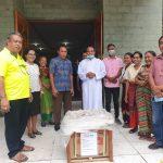 Ketua DPD II Partai Golkar Kabupaten Malaka Salurkan Bantuan Genset Bantuan Ketua DPD I Partai Golkar NTT di Paroki Kleseleon - Malaka