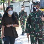 Ketua Komisi I DPR RI Tinjau Dampak Bencana di RST Tk III Wira Sakti, Danrem 161/Wira Sakti Mendampinginya.