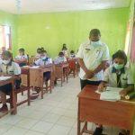 Penjabat Bupati Malaka Pastikan 59 Siswa SMPN Fahiluka Ikut Ujian Dengan Nyaman